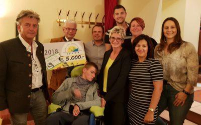 """10-Jahres-Jubiläum: Spende an """"Schritt für Schritt"""""""